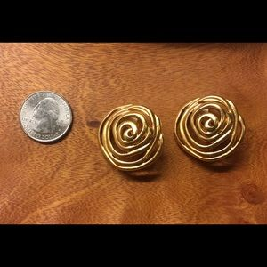 Vintage abstract 🌹 (gold color) clip on earrings